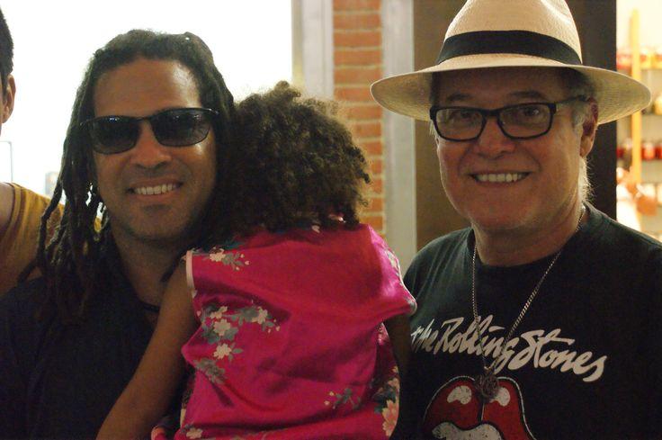 Con mi amigo el extraordinario cantautor cubano Ernesto Rodriguez.