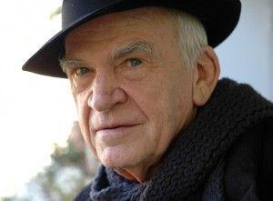 Milan Kundera: Sanatında özgür, vatanında yasaklı bir yazar