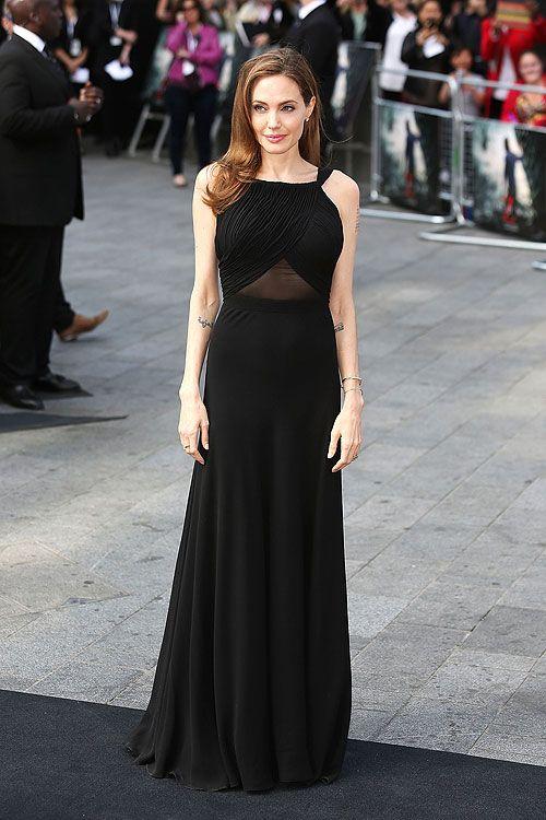ANGELINA JOLIE    La actriz realizó su primera aparición pública en la alfombra roja tras someterse a una doble mastectomía. Jolie asistió al estreno de la película World War Z, que protagoniza y produce su pareja, Brat Pitt. Como en otras ocasiones, eligió el negro, con un vestido Saint Laurent de corpiño ajustado, espalda descubierta y falda vaporosa. Jolie optó por un maquillaje sencillo y dos pulseras de oro como complemento.