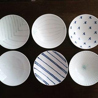お店で使っているご飯茶碗。 波佐見焼、白山陶器の平茶碗です。 いろんな柄、色があって選ぶのに迷います。 #pottery #hasami #nagasaki #cafe #ご飯茶碗 #陶器 #波佐見焼 #白山陶器 #平茶碗 #べじさら食堂