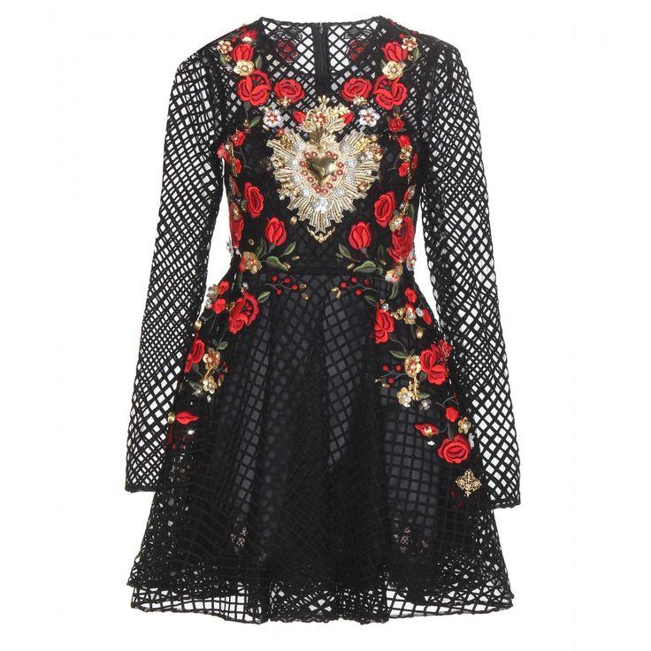 Dolce & Gabbana - Verziertes Minikleid aus Baumwollspitze - Das Runway-Kleid von Dolce & Gabbana ist mit seiner opulenten, in handwerklicher Perfektion applizierten Verzierung aus Metallornamenten, floralen Elementen und Perlen sowie einer sinnlich roten Rosen-Stickerei ein Standout-Piece, das mit seiner taillierten Silhouette und der gitterförmigen Baumwollspitze sehr ladylike und elegant wirkt. seen @ www.mytheresa.com