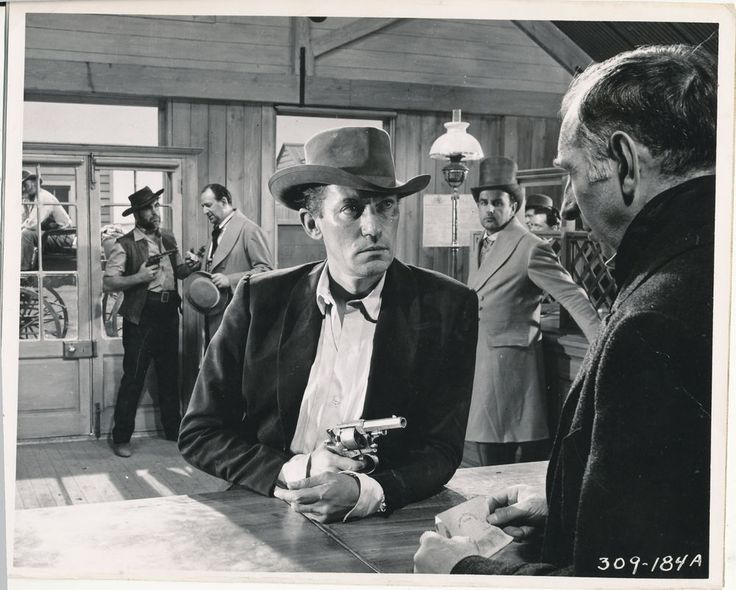 PETER FINCH/ROBBERY UNDER ARMS/8X10 ORIGINAL. KEYBOOK PHOTO X8948