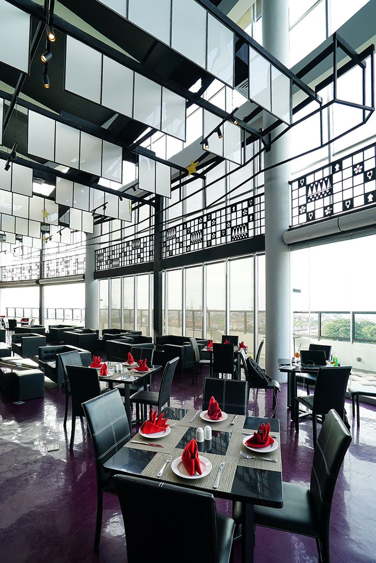 Located on the 9th foor, Discovery Sky is a secret space to relax and unwind in privacy. The outdoor area will be a perfect space for the guests to enjoy drinks overlooking the ocean and stunning views of Ancol Dreamland Park. #skylounge #ancol #sky #lounge