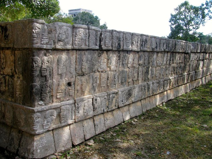 https://flic.kr/p/tyvoxh | Tzompantli o Altar de Cráneos, Chichén Itzá | Yucatán, México