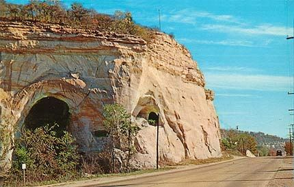Route 66 - bluffs in Pacific Missouri
