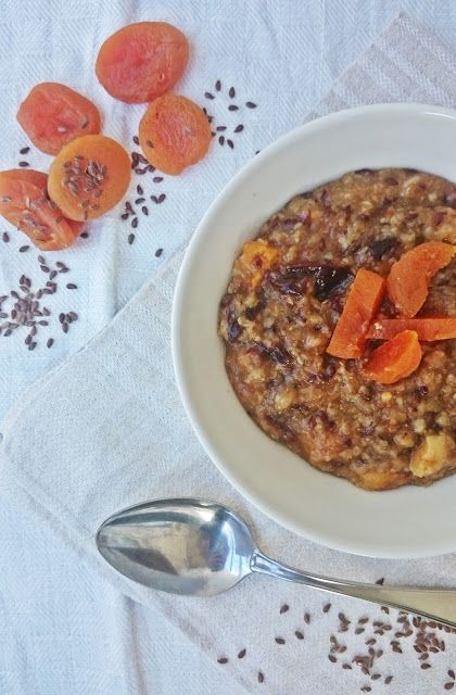 Ruokakonttuuri: Pajalan puuro / Porridge with dried apricots, prunes and linseeds