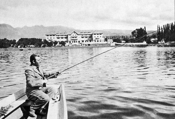 Villarrica. Lago Villarrica y al fondo Hotel Pucon.