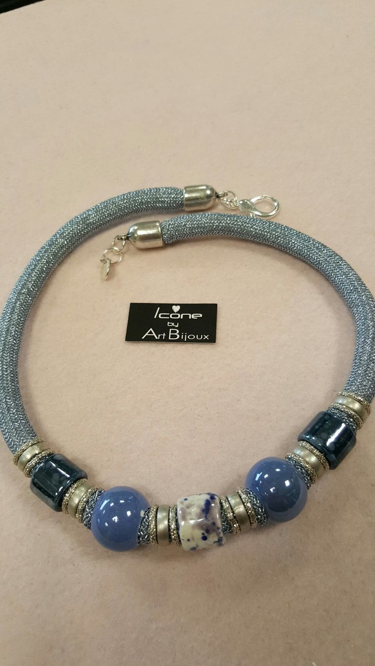 Collana in climbing lamè con ceramiche fantasia blu e catena diamantata #artbijouxnovara www.artbijoux-novara.it