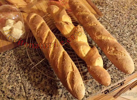 Sfilatini di Pane Baguette con Lievito Naturale o Pasta madre e farina macinata a pietra.