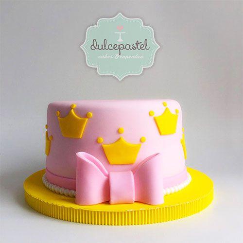 Torta de Princesa en Medellín por Dulcepastel.com #princess #princesscake #crown ##tortadeprincesa #princesa #corona #disney #disneyprincess #princesasdisney  #tortasmedellin #tortaspersonalizadas #tortastematicas