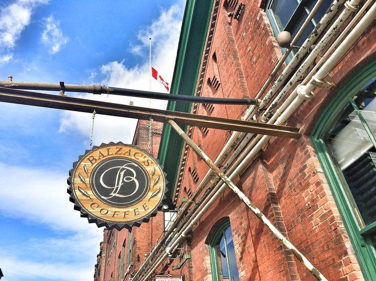 그렇게 유명한 발작- 유명한데 맛이 없다네 😅 - - #toronto #balzacs #distillerydistrict #coffee #mytravelstory_jade