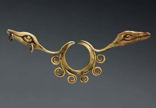 Peru, North Highlands, Chavín de Huantar(?) | Nose Ornament, Chavín style | Cast Gold | ca. 500 - 200 BC