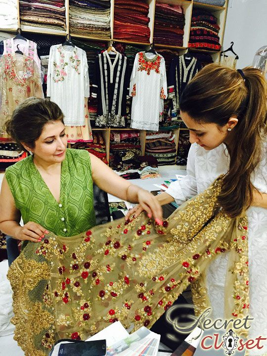 By now you must be aware that the Mina Hasan luxury design house has a new Creative Design member so to speak. Mina's talented young daughter Alisha Hashmi Mandviwala who has till now stayed …