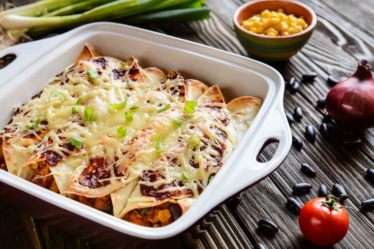 Enchiladas z mięsem i serem.