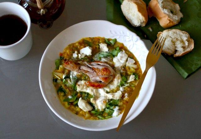 супер здоровый и вкусный ужин из чечевицы со шпинатом и сыром, и курицы