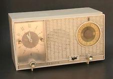 Vintage Mid Century Modern Zenith Cream White Clock Radio USA L727
