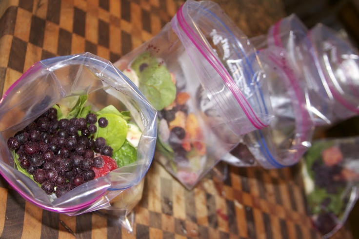 """""""Be Prepared"""" Freezer Smoothie Bags...freeze ahead of time for quick morning smoothies...good way to use up extra fruit"""