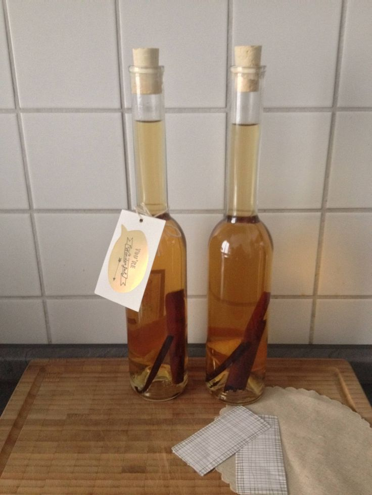 Start stocking your cupboards with this amazingly aromatic homemade liqueur. Let autumn start :)