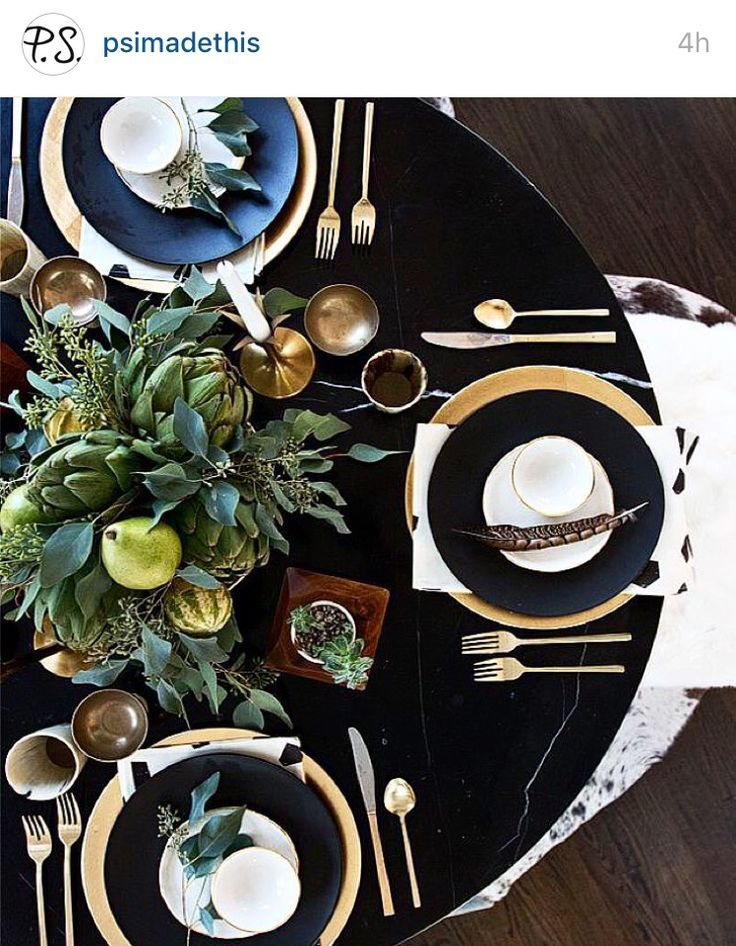 How fantastic does this black tablecloth look with good flatware and feather accents?