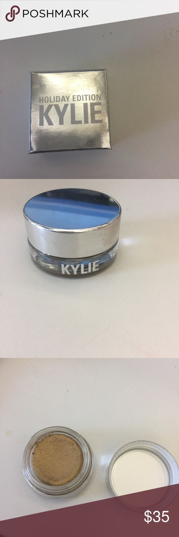 Kylie Creme Shadow in yellow gold Used a few times. Love it but it doesn't work well with my skin tone. Kylie Cosmetics Makeup Eyeshadow