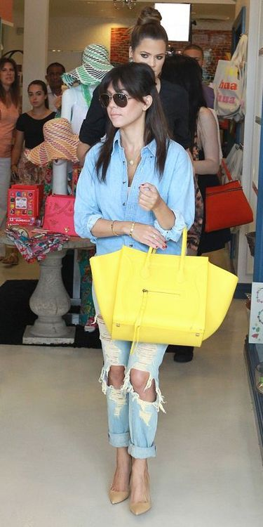 Her Celine is giant!!! But the yellow goes well with the blues in her outfit