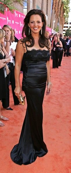 Sara Evans Evening Dress - Sara Evans was stunning in this form-fitting black evening dress at the Country Music Awards.