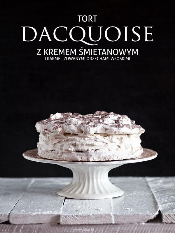 Tort Dacquoise z kremem śmietanowym i karmelizowanymi orzechami włoskimi…