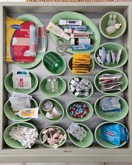 drawer organization: Ideas, Medicine Drawers, Bathroom Drawers, First Aid Kits, Kitchens Drawers, Junk Drawers, Firstaid, Martha Stewart, Drawers Organizations