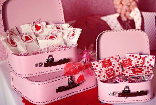 Ideias para chá de cozinha: Birthday Parties, Candy Suitcases, Mini Suitcases, Valentine Ideas, Birthday Party Ideas, Valentines Day Party, Valentine S, Baby Shower