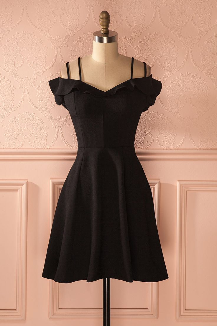 les 17 meilleures id es de la cat gorie robe noire sur. Black Bedroom Furniture Sets. Home Design Ideas