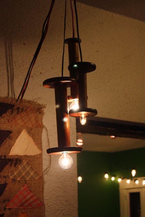 spool pendants from Tea Talk: Crafty, Spools Lamps, Decor Lights, Pendant Lights, Pendants Lights, Primitive, Vintage Spools, Ideas Tidbit, Spools Pendants