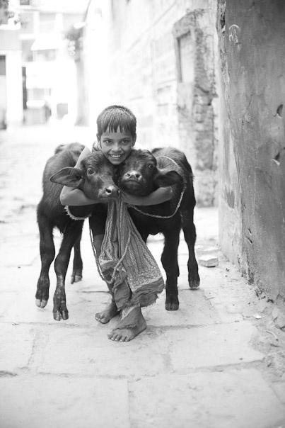 HAPPY KID / BENARES / INDIA / 2010