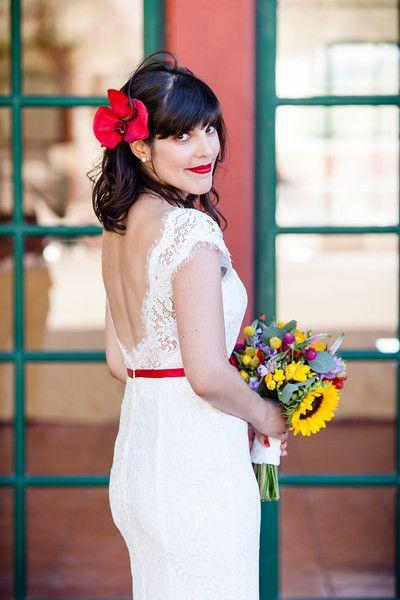 noivinha de cinto vermelho, casamento informal, visita à praia, mesas corridas e tudo muito diferente! clique!