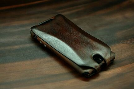 SPECIAL EDITION: Pantera 6 Case in Handstained Mahogany Leather  A Special Edition iPhone 6 Pantera Flap Case in Orbino's signature handstained mahogany Tuscan leather. Orbino cloaks your iPhone 6 in a unique and precious luxury accessory. Our artisans in Italy carefully craft this case in our special vegetable tanned leather which we stain by hand in our own workshop.  http://www.orbino.com/store/product_info.php?products_id=534
