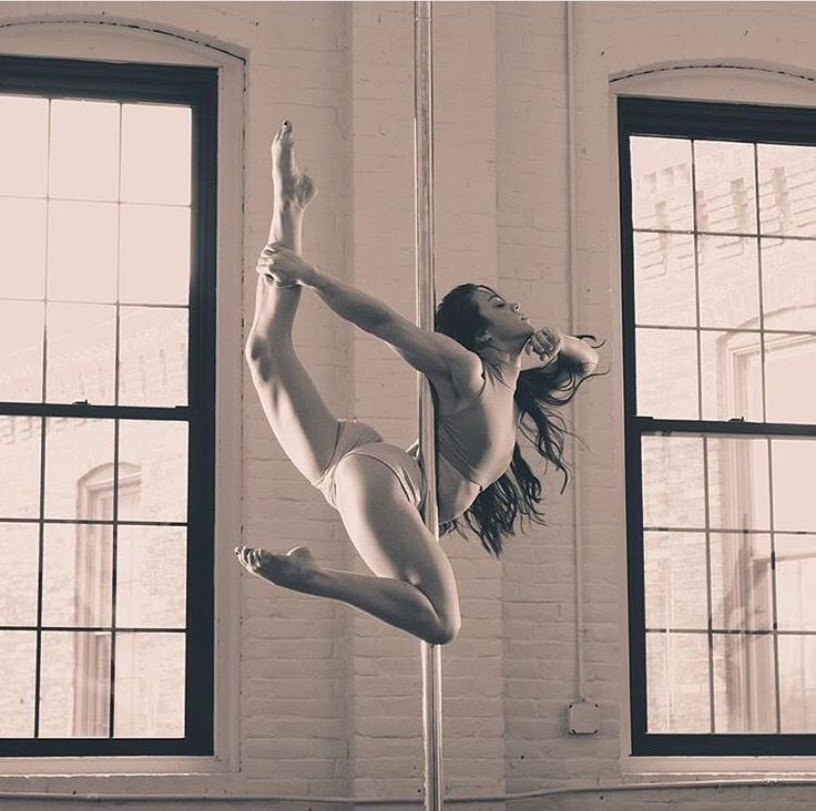 Flying... My gorgeous pole mama doing the Harp