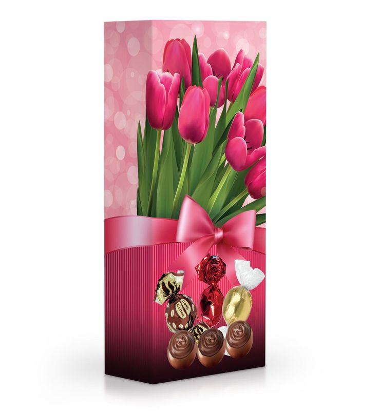 Čokoládové plněné pralinky v dárkové krabičce s tulipány.
