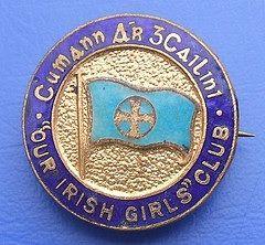 Cumann Ár gCailíní (Our Irish Girl's Club) enamel badge (1960's)