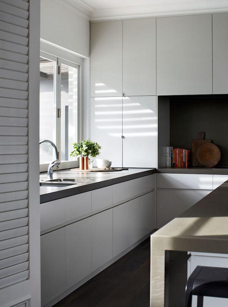 Robson Rak Architects – Toorak - handles on kitchen cupboards