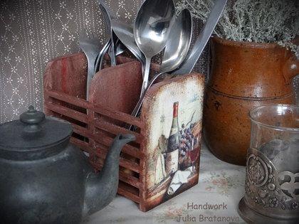 Подставка для столовых приборов `Вино и виноград`. Подставка для столовых приборов. прекрасный подарок на дервянную свадьбу, на новоселье и просто знак внимания для женщины любящей уют на кухне.    Если, Вам, понравились мои работы - кликните на функцию 'Добавить в круг',…
