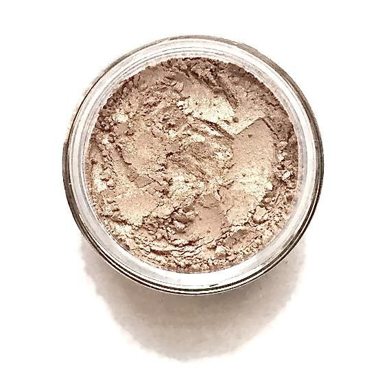 SUGAR Color: Golden Nude Shimmer Finish: pearl with medium shimmer Ingredients: mica, magnesium stearate, titanium dioxide, rice powder, iron oxides, tin oxide