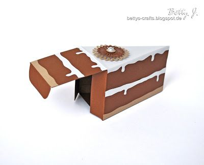 How to make a cake box! Super cute. Instructions are in German, but you can use Google translate.