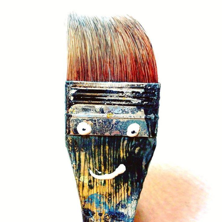 Strani personaggi si aggirano in laboratorio...   #sorriso #faccia #pennelli #amici #lavoro #artigianato #colori #fantasia #creativity #face #smile #character #color #paint #portrait #fun #crazy #friends #photooftheday #chiavari #funny #selfie