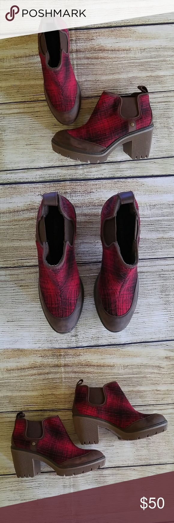 Caterpillar Women's Plaid Red Chunky Ankle Boots 7 Caterpillar T-1130 Women's Plaid Red Chunky Ankle Boots Size 7. Gently used. No rips or stains. Booties come from smoke free home. Heel: 3 inches Sole Length: 9 inches Caterpillar Shoes Ankle Boots & Booties