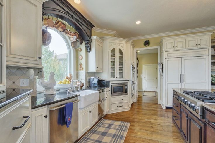 Beaux R'eves: Selling The House~Staging the Kitchen Hearth Room