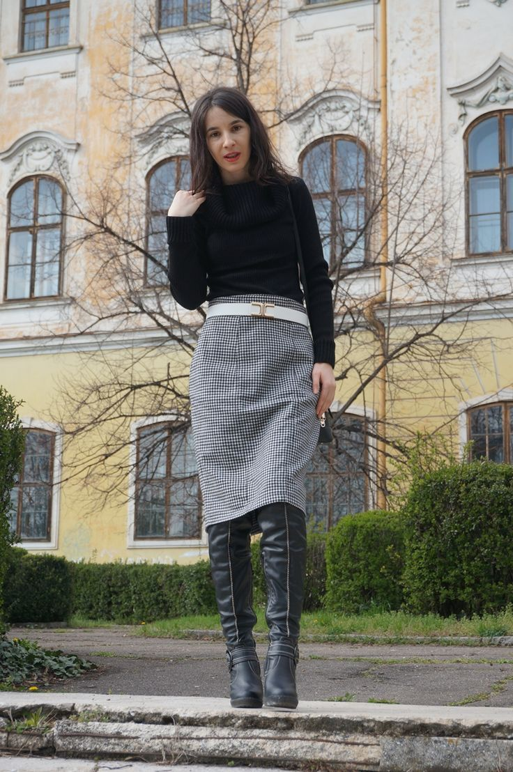 Simple chic: Houndstooth Pocket Skirt