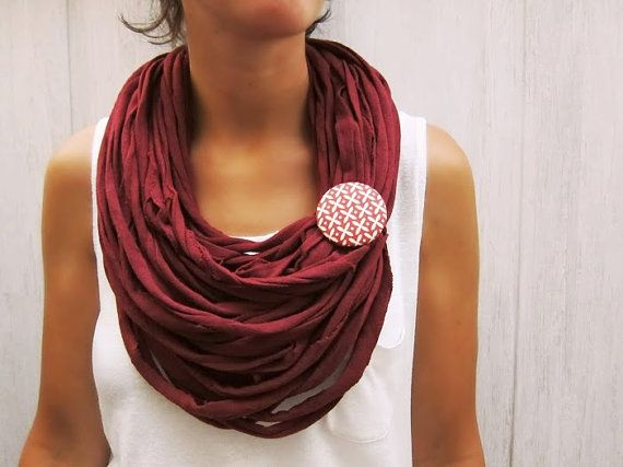 Collana in tessuto maglia Bordeaux upcycled di BaobabFabricArt, $28.00