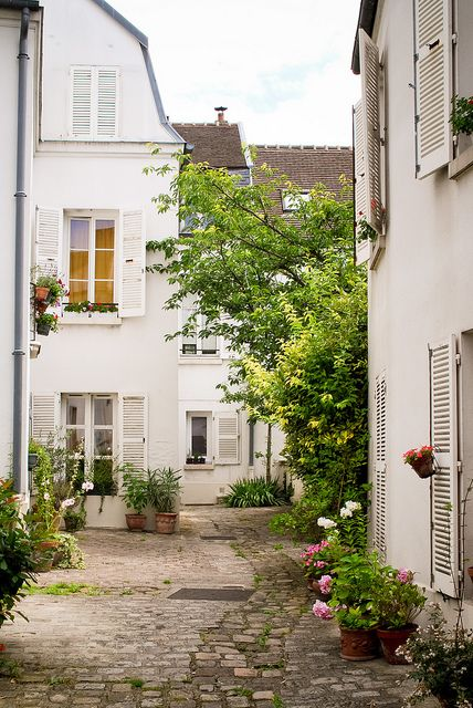 City garden in Saint Blaise, Paris.: Paris, House Design, Village, Design Interiors, Home Interiors Design, Places, De Charonn, Cour Intérieur, Cities Gardens