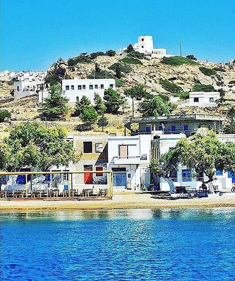 Enjoy the relaxing atmosphere of Kimolos island (Κίμωλος). Small island with great beaches !