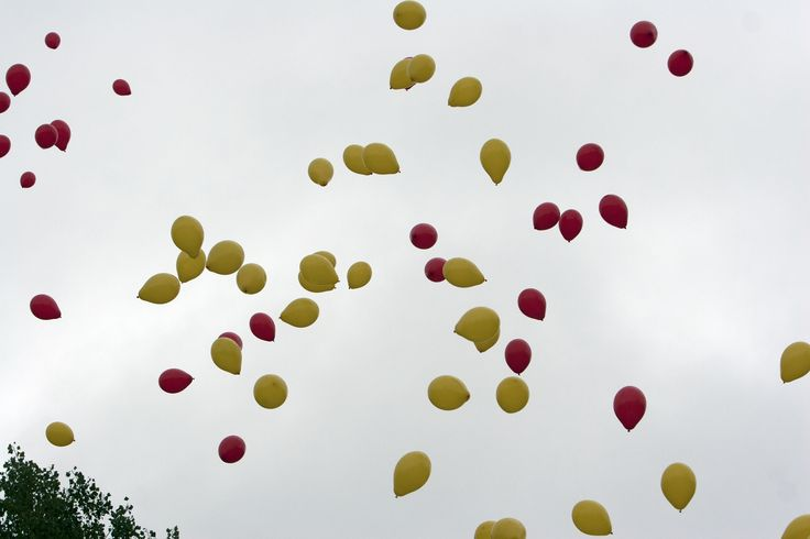 99 red and yellow balloons!