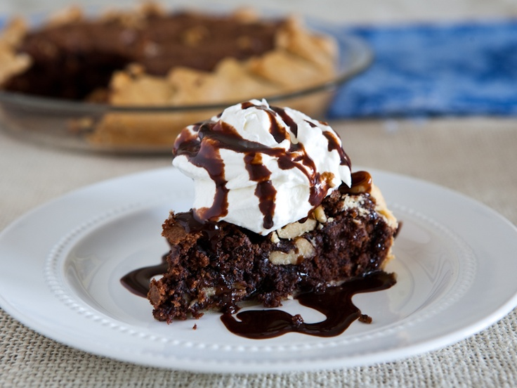 Chocolate Chunk Walnut Cookie Pie via @Angie McGowan (Eclectic Recipes)